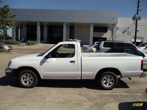 white nissan frontier 2000 cloud white nissan frontier xe regular cab 38918238