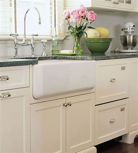 Farmhouse Sink Ideas For Cottage Style Kitchens Farm Style Kitchen Sink