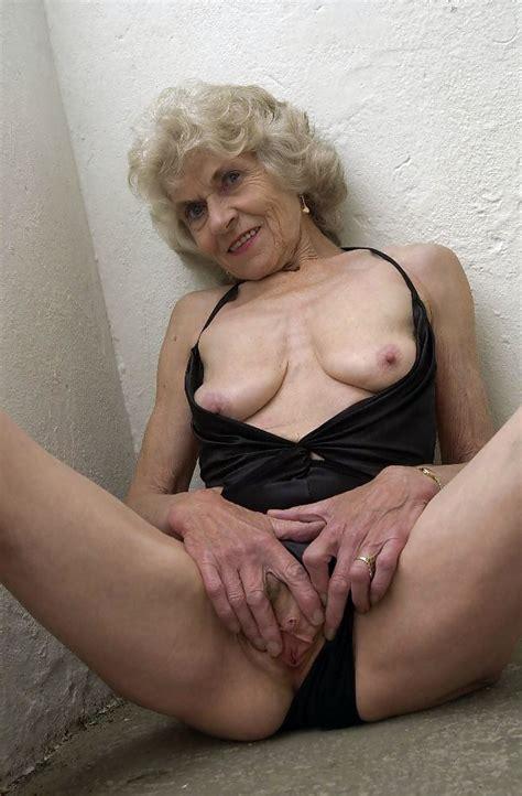 Wonderful Granny Masturbating Marcodotato