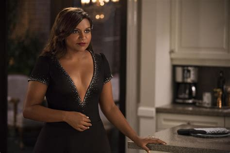 mindy kaling director the mindy project mindy kaling says mindy will be a