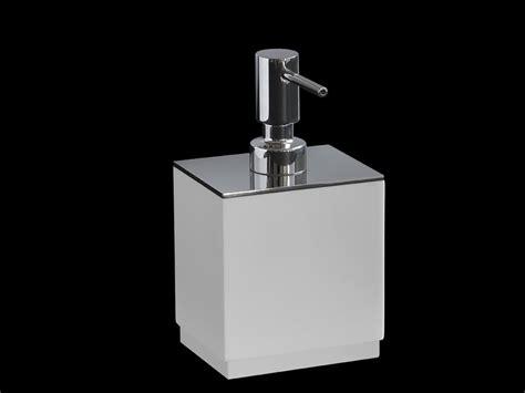 Dispenser Di dispenser di sapone liquido in hi macs 174 clean