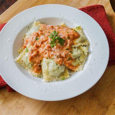 ravioli con salsiccia e spinaci sausage spinach ravioli