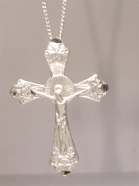 beautiful vintage sterling silver crucifix cross pendant