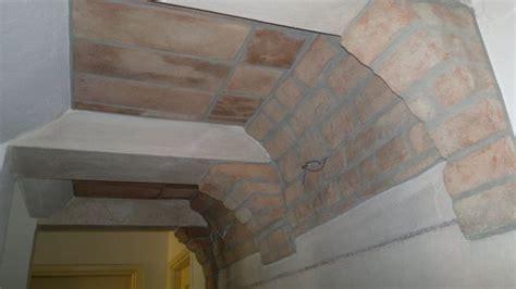soffitto a volta mattoni finti mattoni sassi pietre