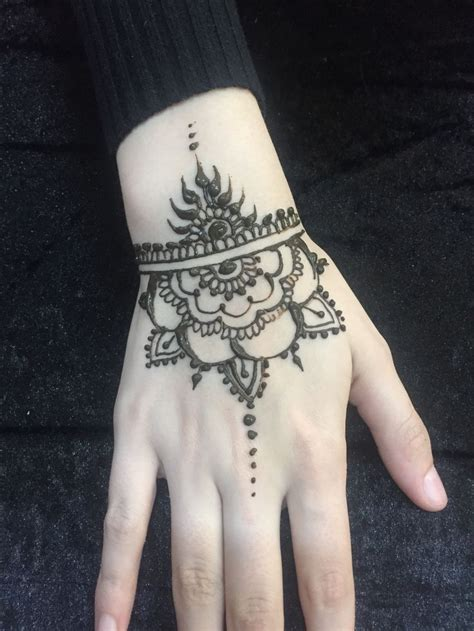 henna tattoo uk 25 best ideas about simple henna designs on