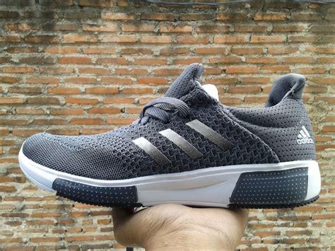 Sepatu Adidas Keluaran Baru jual sepatu adidas terbaru baru sepatu lari pria wanita