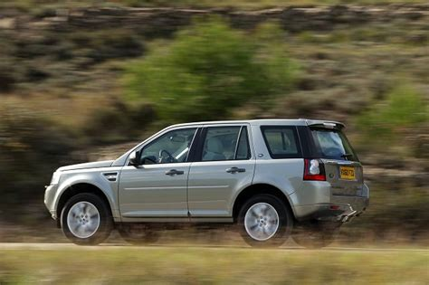 buy car manuals 2007 land rover range rover interior lighting land rover freelander 2 2007 carzone used car buying guides