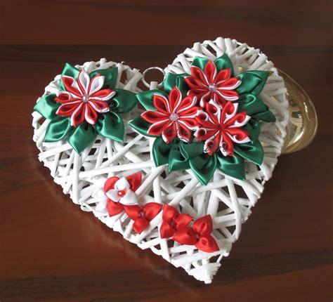 fiori di stoffa kanzashi cuore con fiori kanzashi e bianchi per la casa e