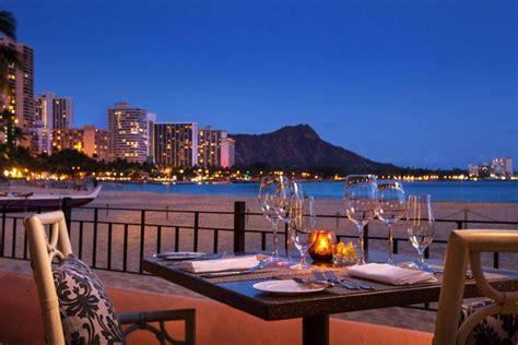 waikiki beachfront bar mai tai bar  royal hawaiian