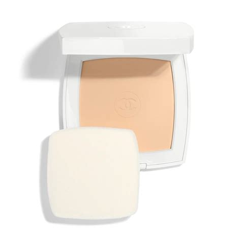Chanel Le Blanc Whitening Spf 30 Fluid Foundation le blanc whitening compact foundation lasting radiance thermal comfort spf 25 pa