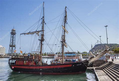 imagenes de barcos de vela antiguo barco de vela en barcelona foto editorial de