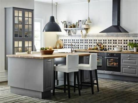 mod鑞es de cuisines 駲uip馥s les 25 meilleures id 233 es concernant cuisines rustiques