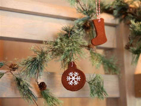easy christmas ornaments and decorations that the kids can