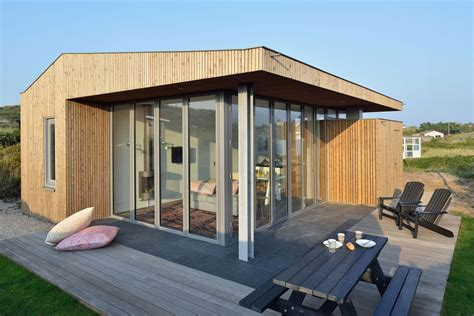 compact houses using corner folding glass doors makes this compact design