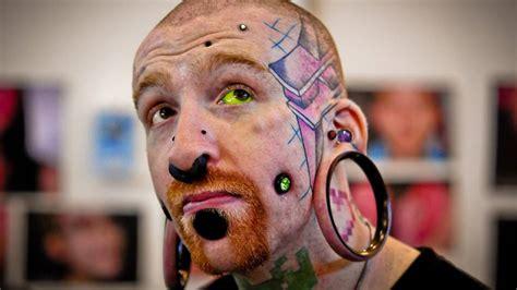 eyeball tattooing australia s only tattoos a real eye opener gallery blue mountains gazette