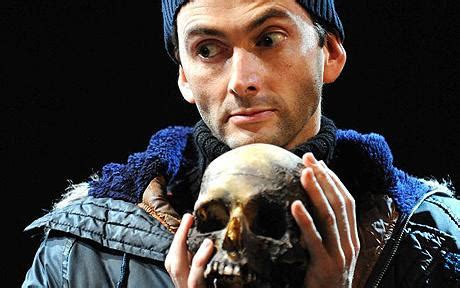 david tennant yorick david tennant s hamlet featured real human skull all along