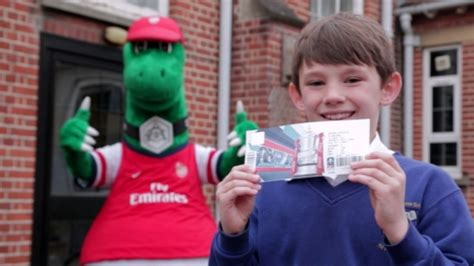 Arsenal 04 Raglan lucky arsenal fan chosen to be club s fa cup mascot