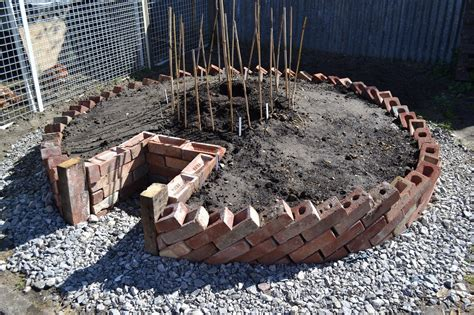 How To Build A Keyhole Garden Keyhole Garden Layout