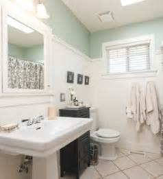 Wood paneling paneled walls are great for a hardworking bathroom