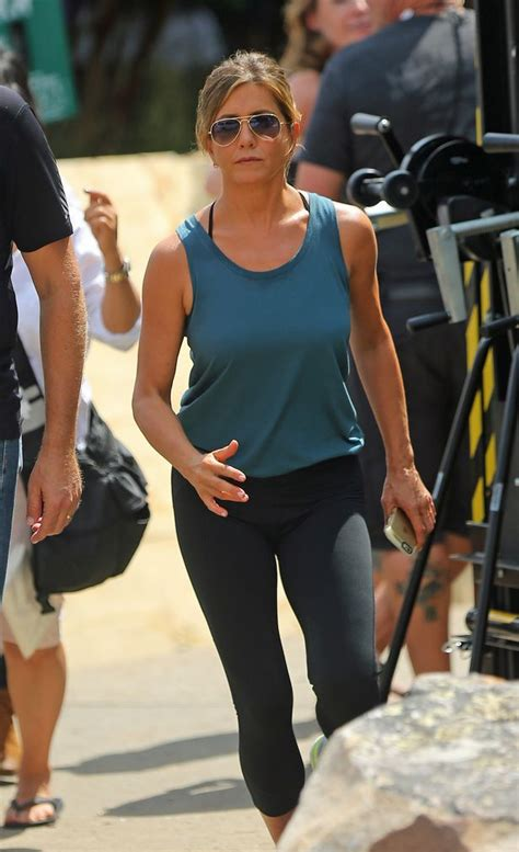 mother s day movie jennifer aniston mother s day the jennifer aniston looks fit as she works out on set of new