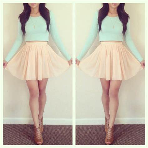 beige flowy high waisted skirt on the hunt
