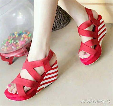 Wedges Cantik Merah sandal wedges belang cantik model terbaru murah