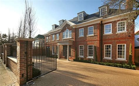 3 bedroom house to buy in london the most luxurious house in london roehton gate london sw15 ideas for home