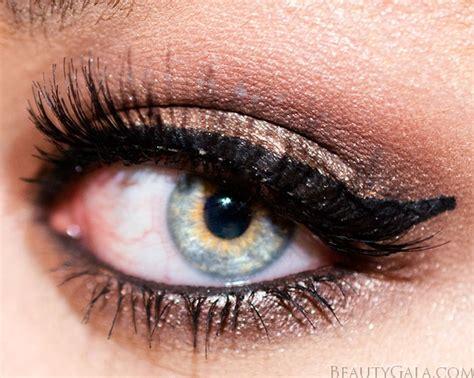 eyeshadow tutorial revolution makeup revolution ultra 32 eyeshadow palette in mermaids
