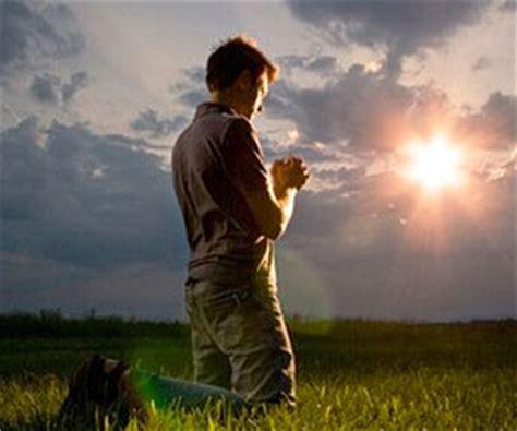Imagenes Cristianos Orando | la clase de santidad que quieres tener lucas leys