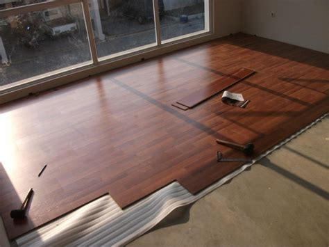 Karpet Lantai pilih mana antara lantai vinyl motif kayu atau lantai kayu