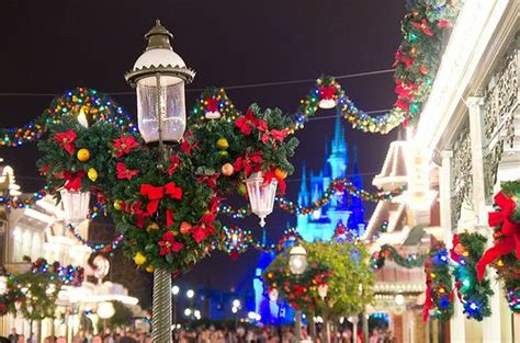 magic kingdom christmas decorations christmas pinterest