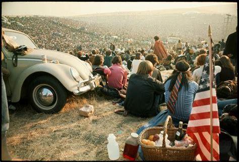 canzoni figli dei fiori anni 60 70 gli eventi storici alimentano lo sdegno e