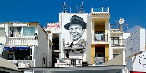 graffiti profesional mural de frank sinatra en torremolinos