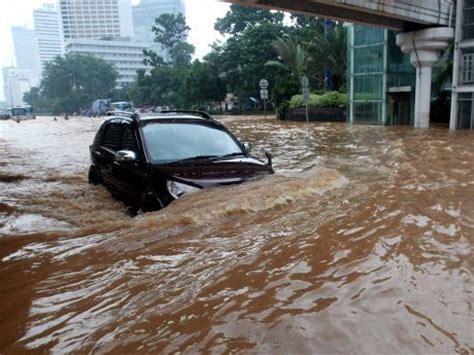 Karpet Lumpur Fortuner cara mengetahui mobil bekas banjir almeera titania
