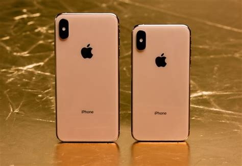 apple s iphone xs xs max incrementally better with bigger price tag