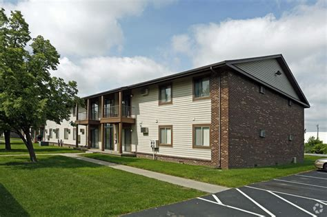 chesterfield of maumee rentals maumee oh apartments com lakeside at fallen timbers rentals maumee oh