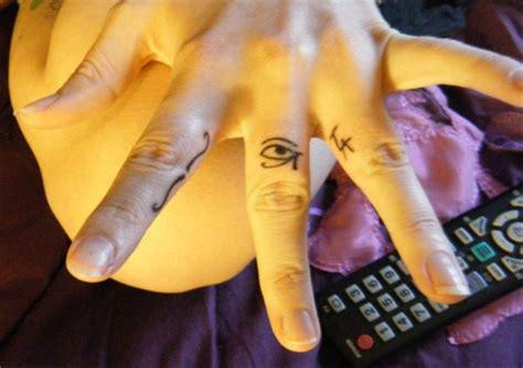eye tattoo finger 15 eye tattoos on finger