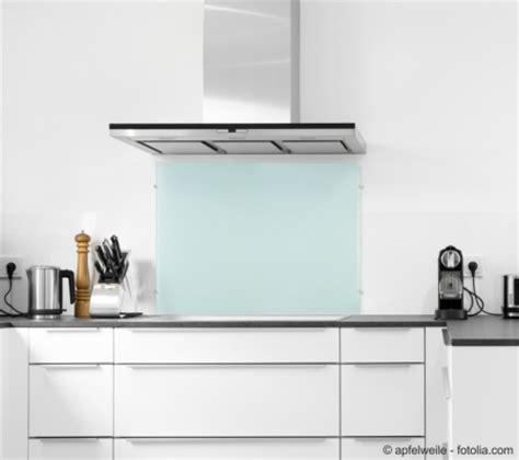 fliesenspiegel milchglas funkenschutzplatte24 de k 252 chenr 252 ckwand aus glas