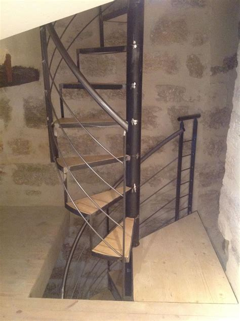 Escalier colimaçon métal Pezenas dans l'Herault   Vente