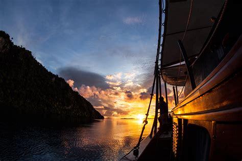 Kaos Komodo Flores sailing komodo island pesona indonesia