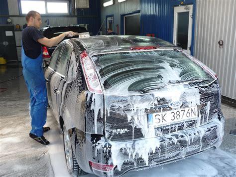Auto Polieren Jahreszeit by Wie Oft Sollte Ich Das Auto Waschen Und Polieren Markt De