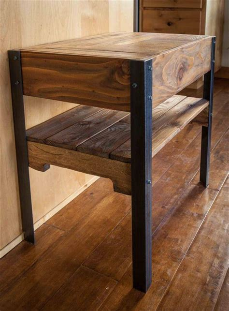 Pallet Side Table Diy Industrial Pallet Side Table With Shelf 101 Pallets