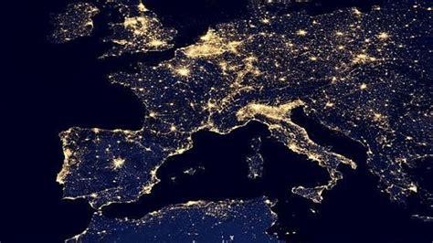 attenzione in italia ogni cosa 232 illuminata
