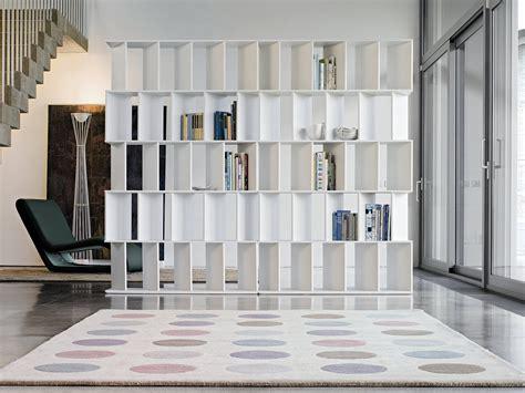 divisori per ambienti interni librerie bifacciali per separare ambienti cose di casa