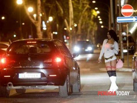 polizia stradale napoli ufficio verbali perugia trans colombiano rispedito a casa scortato a