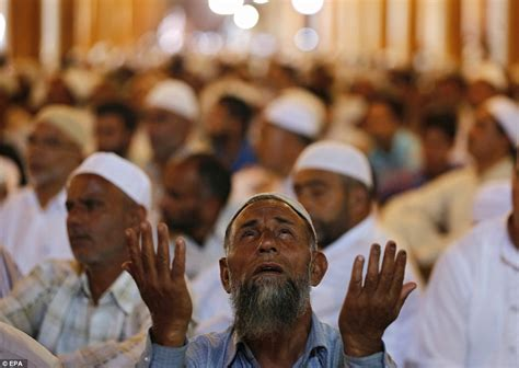 ramadan comes to an end as muslims around the world join