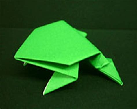 Hopping Origami Frog - a frog hopping