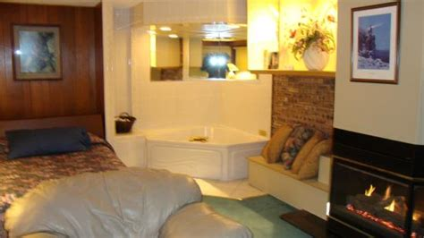 duluth hotels with in room penthouse suite picture of voyageur lakewalk inn duluth tripadvisor