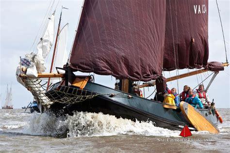 zeilboot platbodem sailcharter friesland in friesland