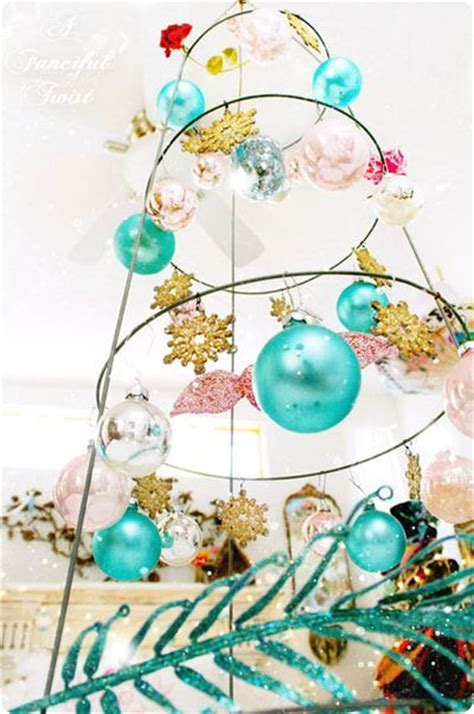 how to display christmas ornaments at fair craft fair display tomato trellis cage for hanging items craft boorh craft fair